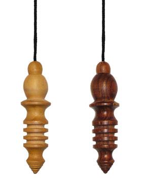 pendule osiris en bois